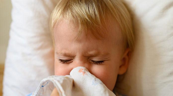 Jak pomóc dziecku w trakcie przeziębienia